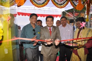 Pankaj Kapoor Deputy Managing Director, Tenneco Automotive India  inaugurating the store in the presence of Arvind Jally, Proprietor of Arvind Auto Agencies.