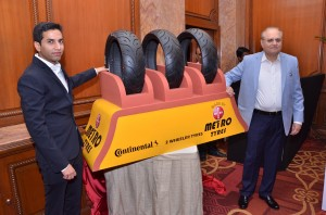 Sumrit Chhabra, Executive Director, Metro Tyres and Rummy Chhabra, MD, Metro Tyres unveiling the Metro Radial Motorcyle Tyre