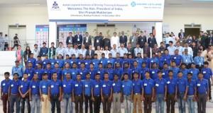Pranab Mukherjee – Hon'ble President of India with team Ashok Leyland at the Ashok Leyland Institute of Driving Training & Research, Chhindwara, Madhya Pradesh