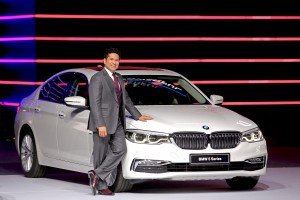 Mr. Sachin Tendulkar with the all-new BMW 5 Series (h)