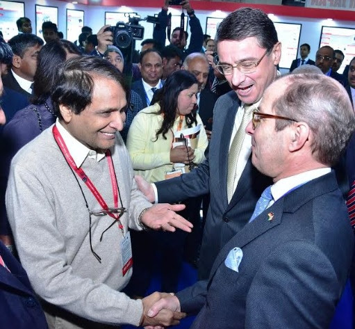 L to R: Hon'ble Minister Suresh Prabhu, H.E. Dr Martin Ney, German Ambassador to India, Klaus Braunig, Managing Director, VDA